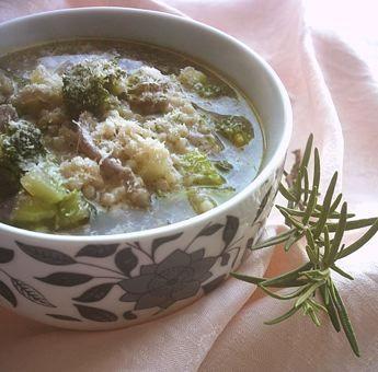 Minestra con broccoli siciliani e cipolla rossa di Tropea