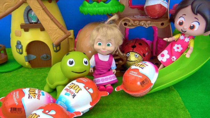 Niloya ile Maşa Kinder Joy Sürpriz Yumurtalar ile kaydıraktan kayıyor. J...