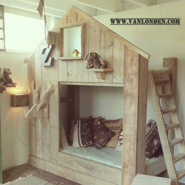 Huisbed van steigerhout