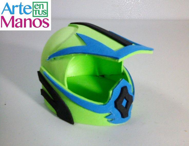 Bienvenidos Amigos! Por sugerencia de una suscriptora realizamos este proyecto, un casco para moto cross en foami, también pensando que h...