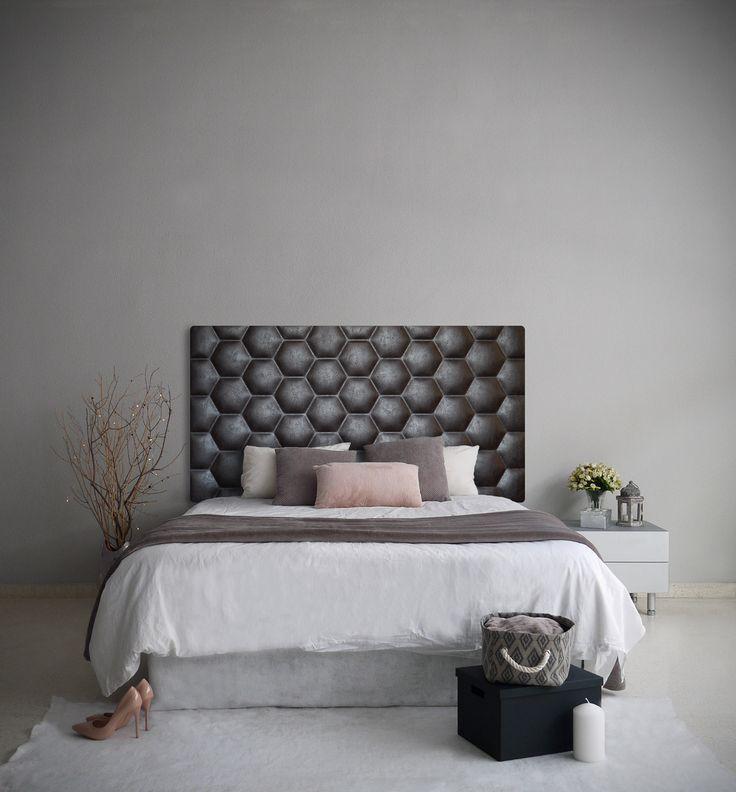 Dormitorio con cabecero tapizado modelo HEXA, en color wenge. Es un diseño urban inspirado en las formas geométricas de la naturaleza.  HEXA se inspira en la estructura de los panales de abeja. Transmite resistencia, orden y aporta un toque urban a la estancia.