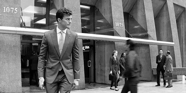 Filmde; zeki, karizmatik, yakışıklı ve über zengin olmasının yanı sıra derin arzularla dolu olan esas adamımız Christian Grey ve...