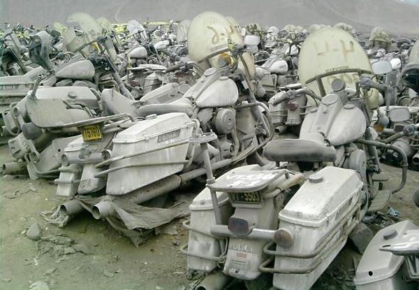 Abandoned Harley police bikes... Could someone send me over one of these please... to Australia? Thanks.