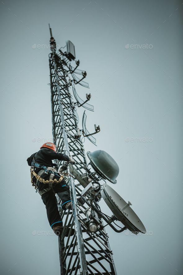 Telecom Worker Climbing Antenna Tower Tower Tower Climber Antenna