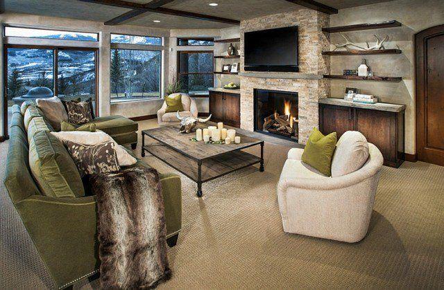 Une bonne distance entre canapé et télé dans cette demeure de montagne