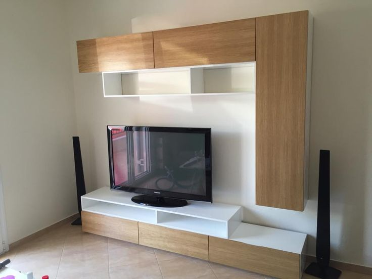 Σύνθεση επίπλου Tv , συνδυασμός λακαριστών κουτιών σε λευκό και πορτάκια MDF  επενδεδυμένα με καπλαμά δρυς