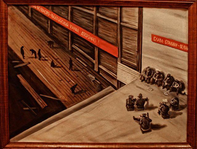 Reproducción de la pintura de una artista desconocida, basada claramente en la foto de Rodchenko y es probable que es de su autoría.  La Foto de Oleg Klimov / El archivo nacional de la República Karelia, Petrozavodsk. ------------ Репродукция картины неизвестного художника Фото: Олег Климов / ГУ «Национальный архив Республики Карелия», Петрозаводск