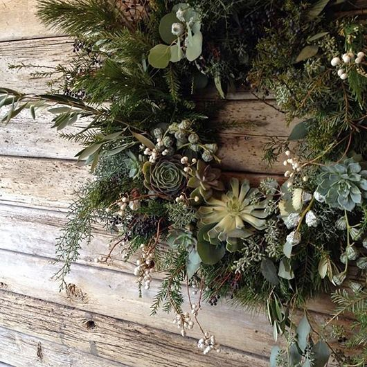 wreath with succulants  -  or rockery plants as we used to call them ;-)