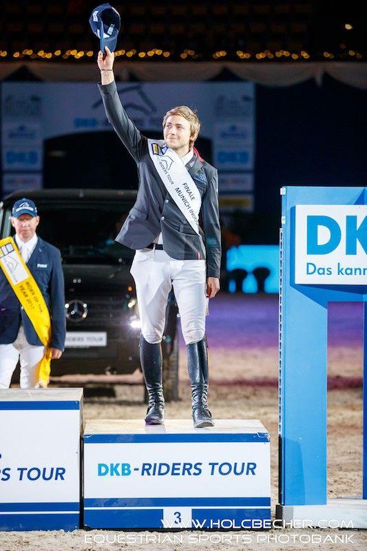 Christian Rhomberg (V) auf dem Podium der DKB Riders Tour bei den 20. Munich Indoors in der legendären Olympiahalle. ©  OEPS | Tomas Holcbecher