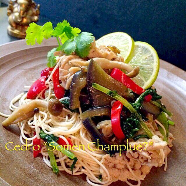 大泉洋サンの作っていた王道そーめんちゃんぷんるーとは別物になりましたが、冷蔵庫の残りものと、夏の残りのおそうめんを使ってささっと作りました。  赤ピーマンは、緑黄色野菜の中でもβカロチンがとても豊富で体に良いから、つねに野菜室に入れてます(`_´)ゞ  三浦の家からもらって来た三浦大根の間引き菜、これも栄養価高い!  白だし、ナンプラー、酒少々であっさりめにしました。 - 319件のもぐもぐ - そうめんチャンプルータイ風?  昨日大泉洋サンが作っているのを見て(笑) by cedro