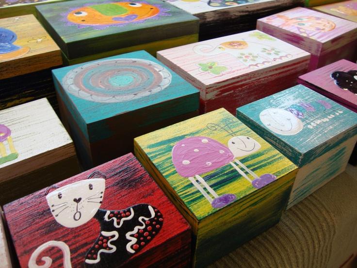 Ručne maľované drevené škatuľky.