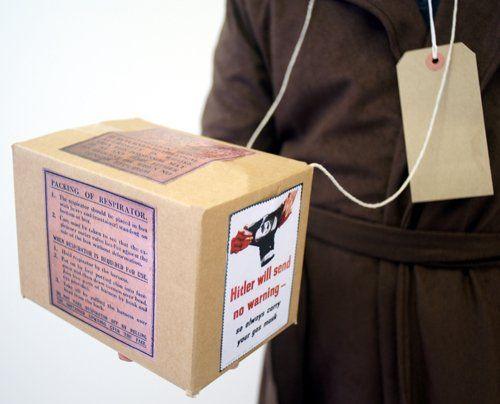 WW2-WARTIME-BLITZ-EVACUEE Replica Gas mask Box & Label set FANCY DRESS ACCESSORY: Amazon.co.uk: Toys & Games