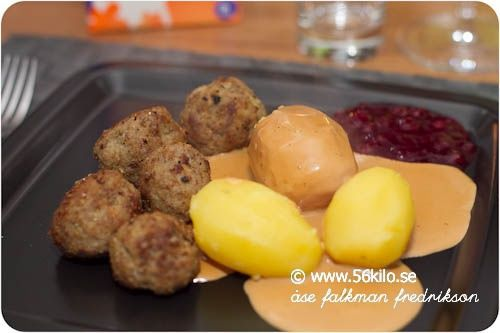 Är det ngt jag är en sucker för så är det husmanskost! I går kväll blev det köttbullar med kokt potatis, gräddsås och lättsockrade lingon. Potatis är en sådan sak som jag ibland lägger mina kolhydrater på – det är ju så gott! Köttbullarna gjorde jag dock LCHF vänliga, dvs utan ströbröd och potatismjöl, men […]
