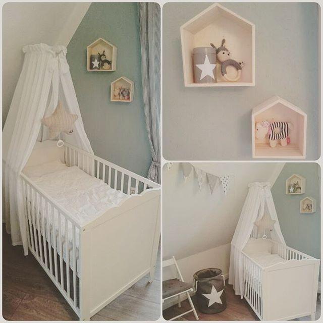 #babyzimmer #babyboy #augustbaby #Kinderzimmer #babyzimmer #babysroom #ikea #pastell #hausregal #wandregal #Holz Diese schönen Hausregale sind heute in Lio's Zimmer eingezogen ich liebe sie