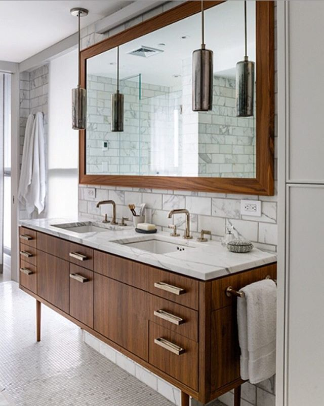 A mid century bath that is  designed by the talented @damonlissdesign.