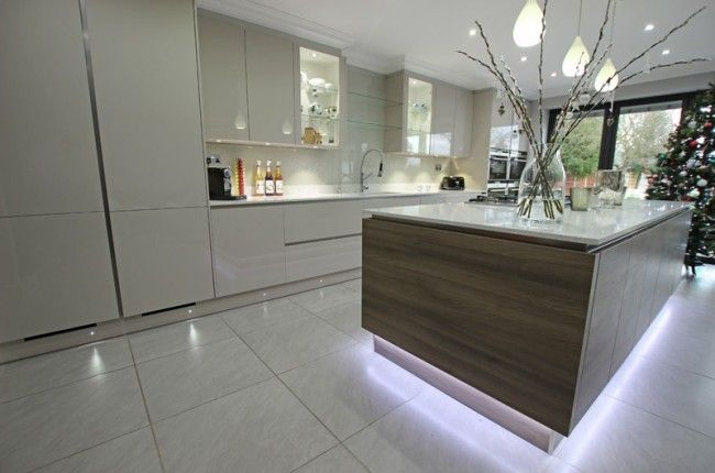 Two tone kitchen with gloss cashmere and grey acacia wood