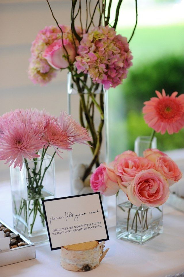 hochzeit frühling tischdeko rosa blumen rosen gerbera chrysanthemen