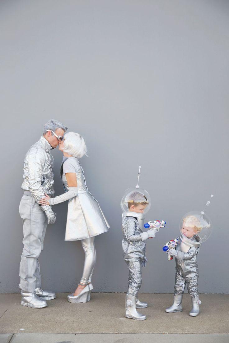 Family-futuristic-costume//
