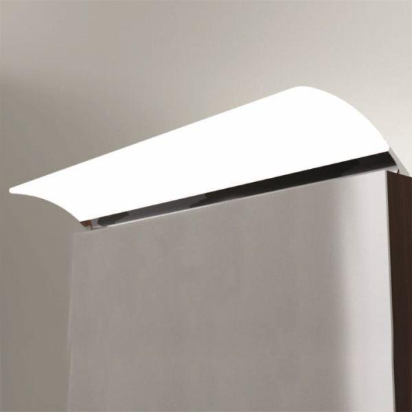 Kromatussa ANGELA led-kylpyhuonevalaisimessa on valkoiseen pleksiin integroitu lednauha ja valaisin heijastaa valoa myös ylöspäin. Angela S2/S3 500 -kylpyhuonevalaisin voidaan kiinnittää kaapin tai kehyspeilin päälle tai mukana  tulevalla lisäosalla suoraan seinään tai kehyspeilin kehyksen taakse. 6W, IP44, 4000K, RA>80, 683 lumenia, 530  luxia. Valmistajan takuu 2 vuotta.   #helatukku #angela #ledvalo #kylpyhuone