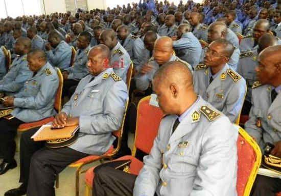 #Cameroun - Concours de la police : 5700 places à pourvoir: La Sûreté nationale a lancé hier la session 2017 de ses concours de… #Team237