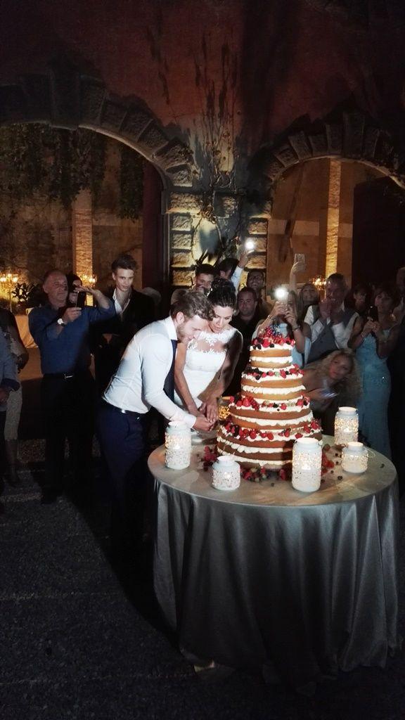 Cake cutting  - Villa wedding in Lucca, Tuscany