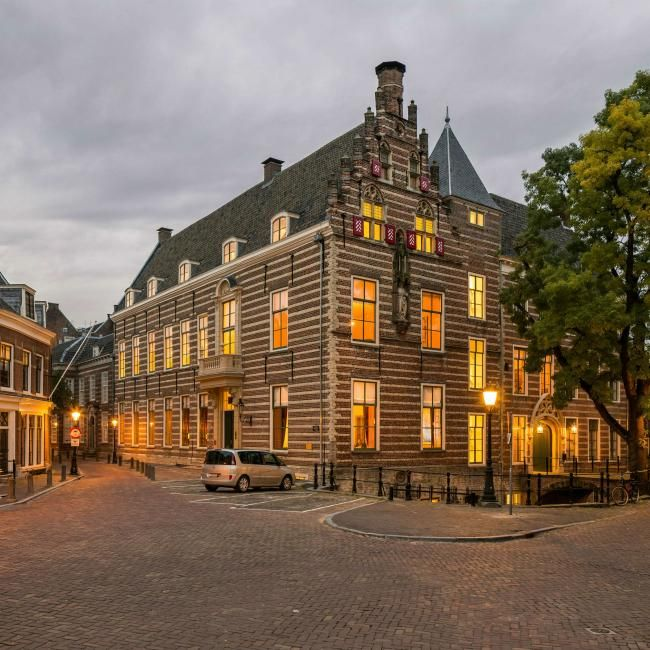 Paushuize is the second oldest historic building located in the city centre of Utrecht and made in commence of the only Dutch Pope Adrianus VI.