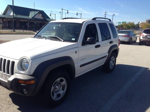 make jeep model liberty year 2004 body style exterior color white interior color charcoal. Black Bedroom Furniture Sets. Home Design Ideas