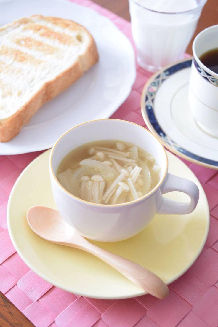 えのきだけのコンソメスープ by 豊田 亜紀子 / このレシピは、我が家の定番スープなんですが、本当~に『万能スープ』なので、ぜひ皆さんにご紹介したいのです。フレンチ、イタリアン、和食、中華、どんなメニューに添えても合うんです!もちろん、写真のようにモーニングメニューのスープとしても最高!どんなライフスタイルシーンにでも合う万能スープってのは、これしかないと思うのです♪ / Nadia