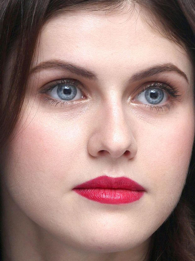 Close-up of Alexandra Daddario at the 2015 Cannes press conference for 'San Andreas'. http://beautyeditor.ca/2015/05/26/cannes-2015