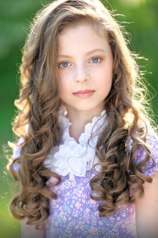 Fryzury dla dziewczynek: do szkoły, na wesele, pierwszą komunię - Dziecko
