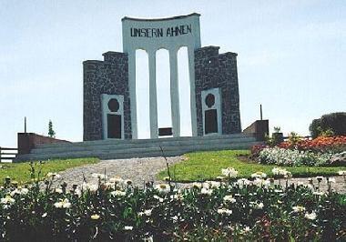 Unsern Ahnen Monumento a nuestros antepasados, colonos alemanes que crearon el sur para Chile.
