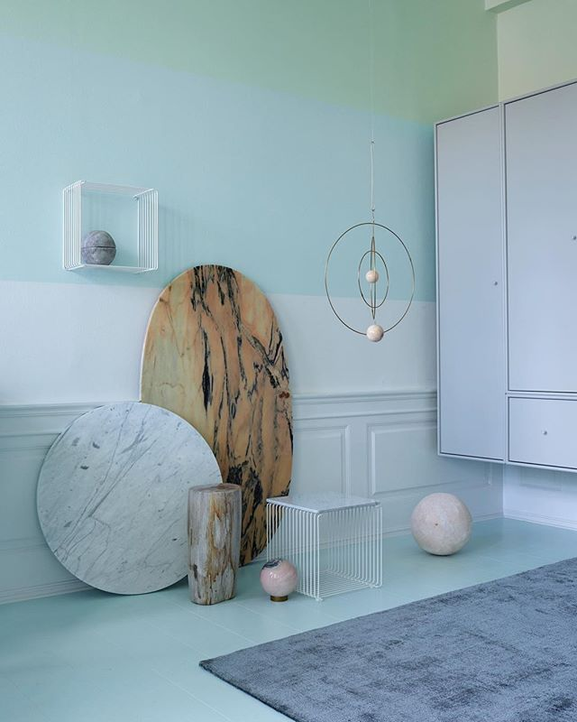 Panton Wire in company with minty greens and light greys mixed with marble in our master bathroom. #montanafurniture #danishdesign #bathroominterior #bathroomdecor #pastelcolors #baderom #badeværelse