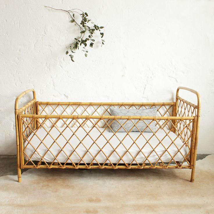 Vintage rattan bed - atelierdupetitparc.fr