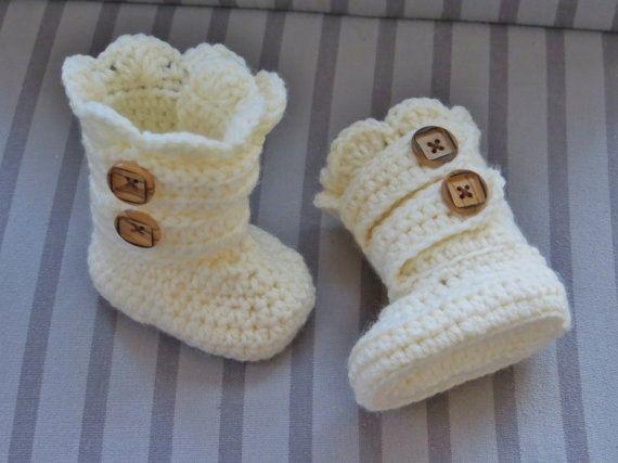 hermosas botitas para bebe a crochet ¿no son una lindura?