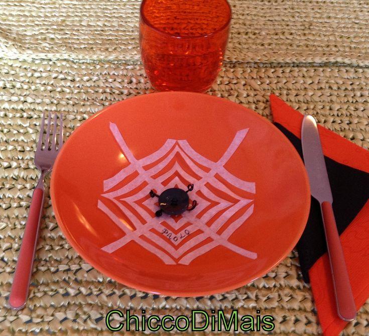 decorazioni di halloween segnaposto ragnatela  http://blog.giallozafferano.it/ilchiccodimais/speciale-decorazioni-di-halloween-segnaposto-ragnatela/