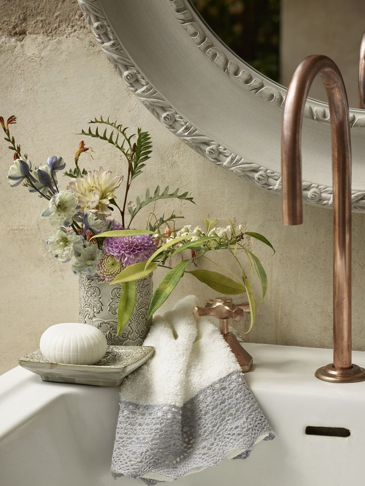 badkamer. bloemen en brocante