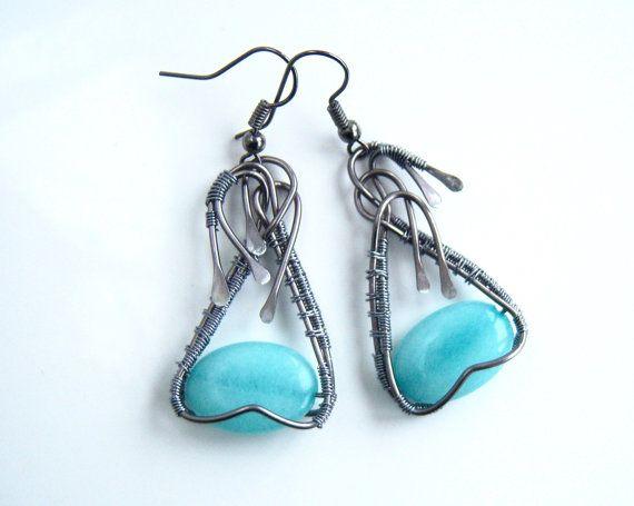 Boucles d'oreille wire wrap avec une belle perle plate par Adrimag