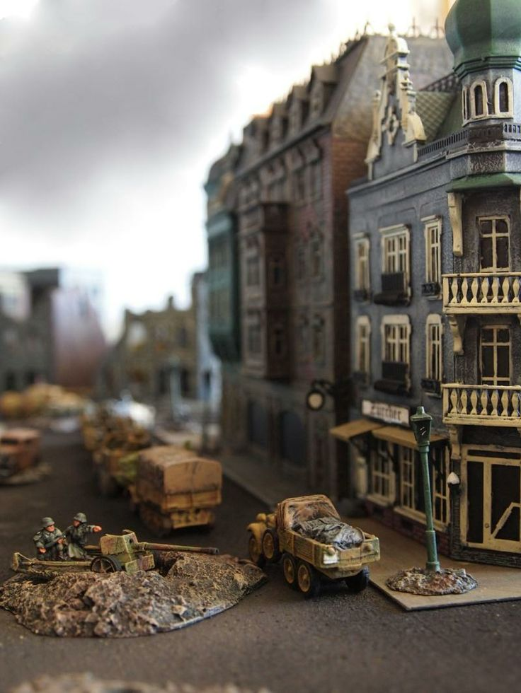Richard Garretson's blog dedicated to modeling with 15mm miniatures.  Richard, from southern California, is not currently a wargamer, but has painted a huge collection of 15mm miniatures: Romans, Medieval, Aztecs, Samurai, Napoleonic, American Civil War, Wild West, Zulus, Sudan, and WWII.  He has built beautiful dioramas (aka galleries) in which to display his work.  He also explains his painting technique and lists websites where he has purchased his 15mm collection.  Well worth a visit!