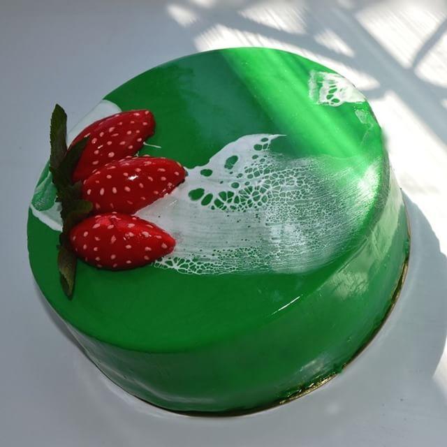 #бисквит#муссшампанское#клубникаканфи#мята#шампань#sweetcake #desserts #безмастики #мойторт #гляссаж