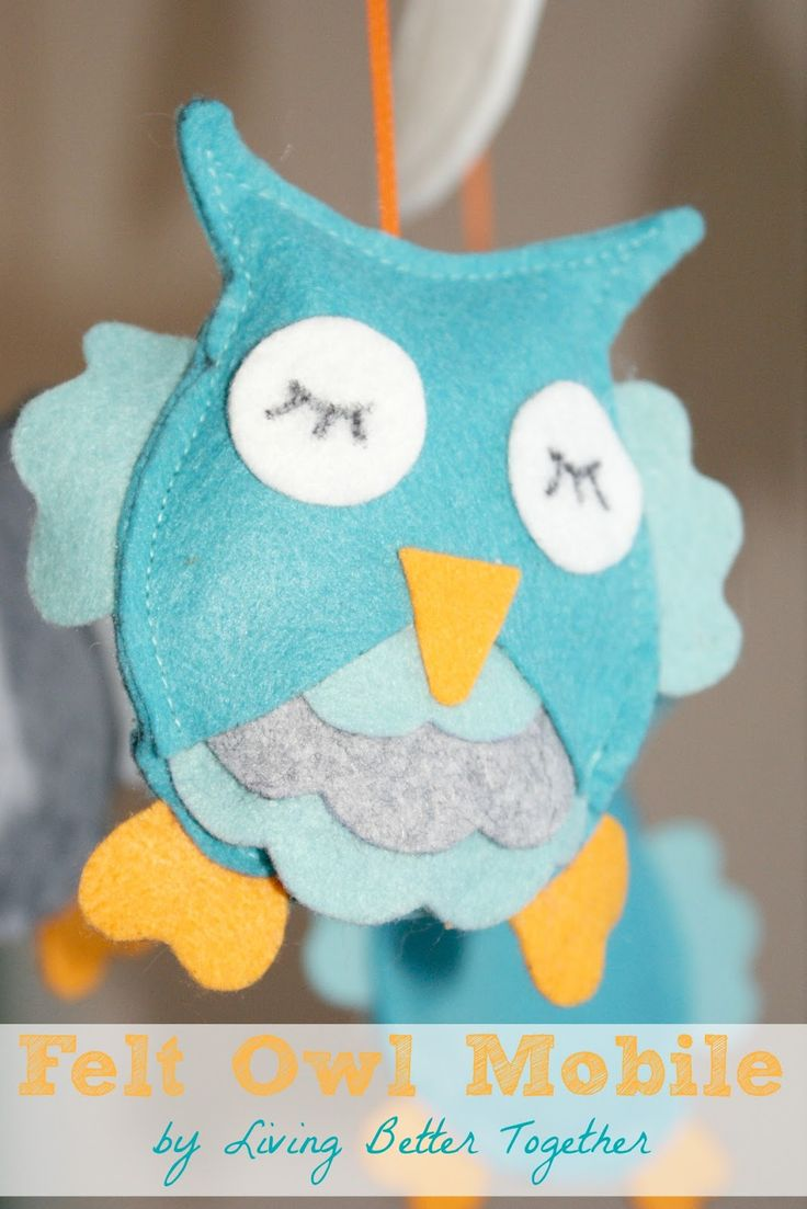 Felt Owl Mobile by Living Better Together. An easy DIY project for your nursery or to give as a gift. Super cute and you can personalize your colors!