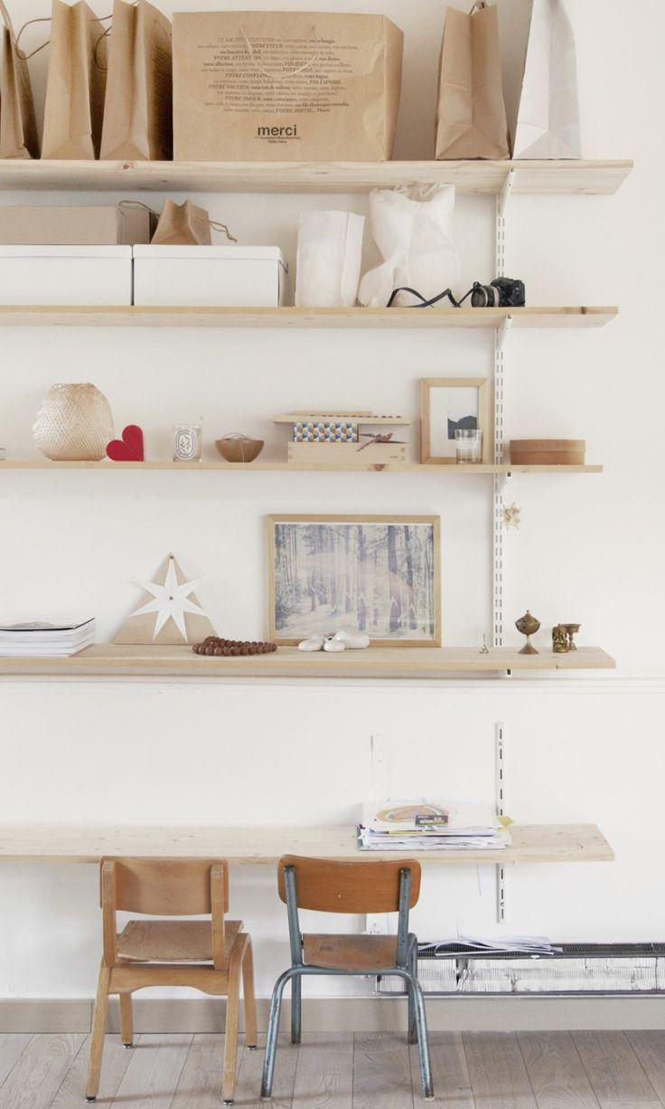 The Socialite Family - Bureau & etagère épurée - #deco #home #desk #scandinave #wood #épuré #chair #kids #thesocialitefamily