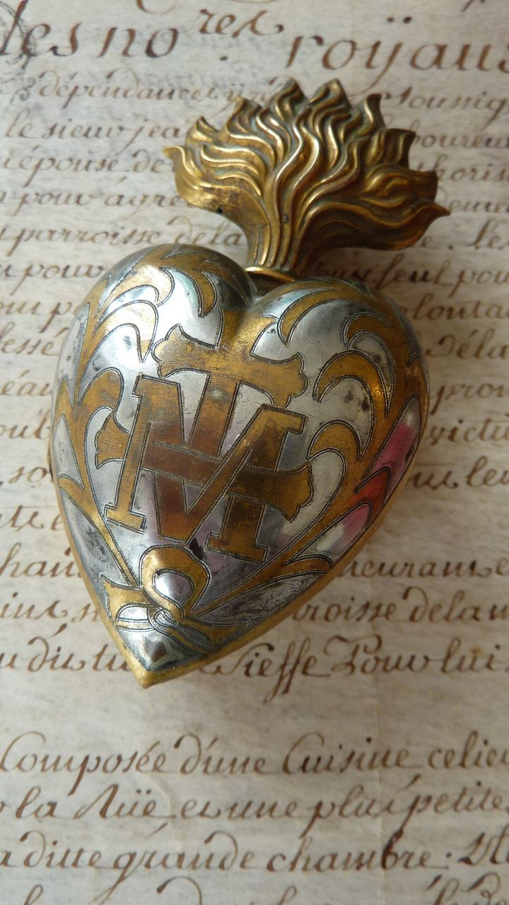 Delicious antique French gilt / silver metal flaming sacred heart box / reliquary / ex-voto, with the initial M surmounted by a cross, surrounded by foliage motifs . The ex-voto dates from the late 1800's. The box opens so that one can add a thank you message to the Virgin Mary.