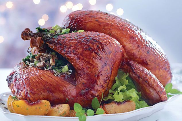 Pavo en adobo de guajillo y guayaba Thanksgiving Recipes, Mexican Food Recipes, Turkey, Meat, Chicken, Reyes, Ideas Para, Home, Turkey Recipes