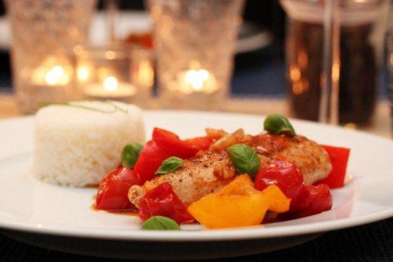 Kyllingform med paprika og tomat