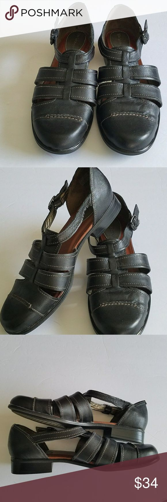 """HUSH PUPPIES BLACK STRAPPY SANDALS 10 M HUSH PUPPIES NWOT BLACK STRAPPY SANDALS with a closed toe - A fashion classic and appropiate for work or casual wear. Size 10 medium. 1.5"""" heel. All measurements are approximate and taken flat. Hush Puppies Shoes Sandals"""