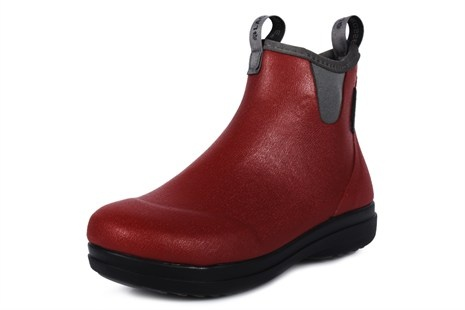 Tämmöisillä voisi olla kiva kävellä sateessa. Pitkävartiset punaiset saappaat mulla jo onkin:)