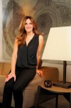 Neylan Erkman Sabaz mimar kadın kumral sa[c] siyah elbise i[c] mekan mimari