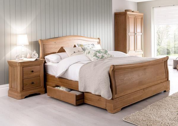 Cassandra 5′ Oak Sleigh Bed