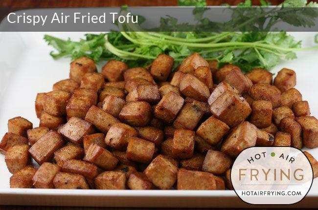Tofu crocante Airfryer - 350 g / 12 oz baixo teor de gordura extra Tofu firme 1 colher de chá de óleo de gergelim 1 colher de chá Maggi 1 colher de sopa de coentro Colar (opcional) 2 colher de sopa de molho de peixe 2 colher de sopa de molho de soja de baixo teor de sódio 1 colher de chá Fat Duck