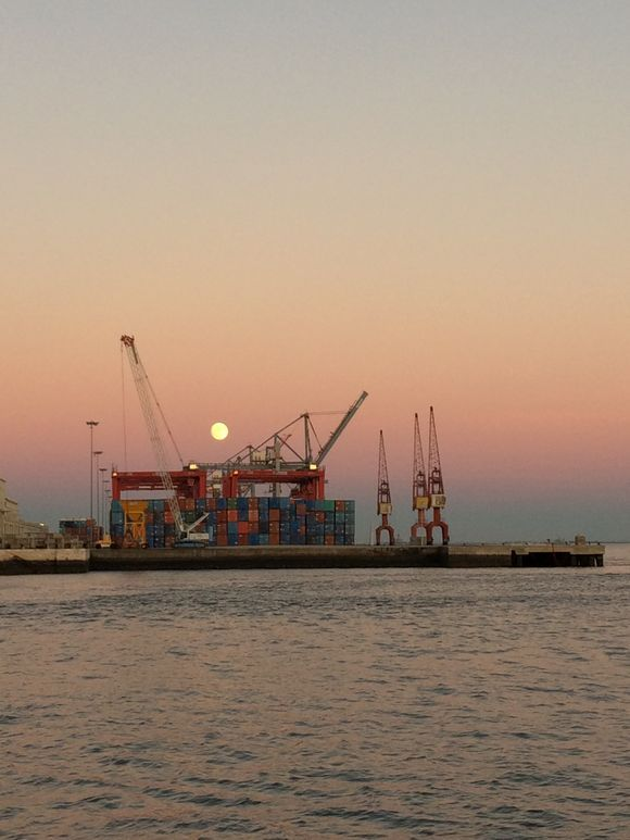 Moon rise in sunset sky #supermoon #lisbon